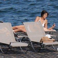 Irina-Shayk-2015-Temmuz-Beyaz-Bikinisiyle-1