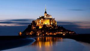 Mont-Saint-Michel,-Fransa-gece