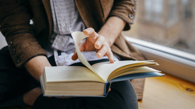 Arkadaşlarınızla Aranızın Açılmasını Önleyecek 11 Ödünç Kitap Alma Kuralı