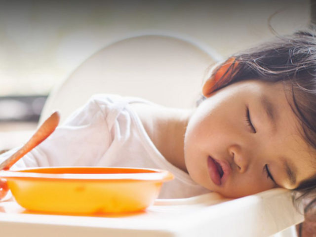 Yemekten Sonra Neden Uykumuz Gelir?