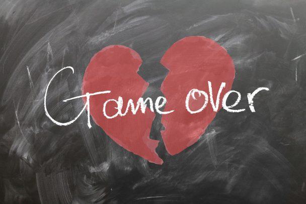 kırık kalp Biten İlişkinin Ardından Yapılmaması Gerekenler Nelerdir?