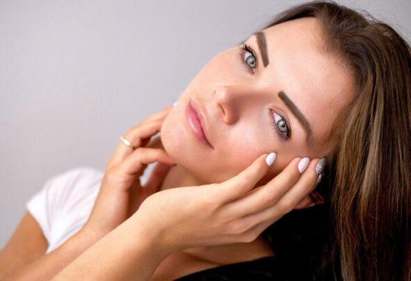 göz makyajı Makyaj Artistlerine Göre Doğal Makyaj Nasıl Yapılır?