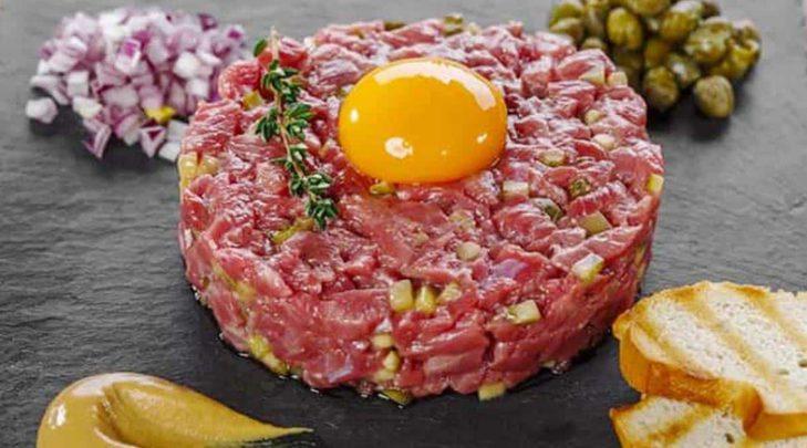Steak Tartar Nedir? Nasıl Yapılır? Tarifi ve Malzemeleri